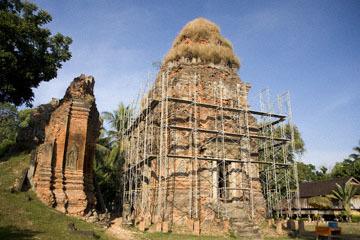 blog 232 Cambodia, Siam Reap, Roluos Group (Lolei, Preah Ko, Bakong)_DSC0145-12.4.13.(1).jpg