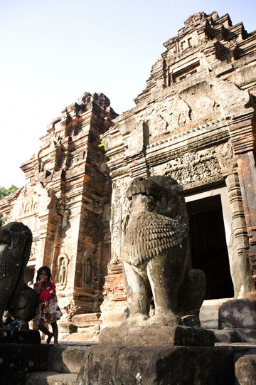 blog 232 Cambodia, Siam Reap, Roluos Group (Lolei, Preah Ko, Bakong) Preah Ko_DSC0171-12.4.13.(1).jpg