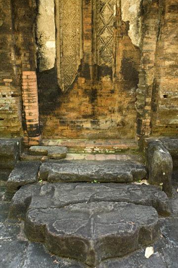 blog 232 Cambodia, Siam Reap, Roluos Group (Lolei, Preah Ko, Bakong) Preah Ko_DSC0192-12.4.13.(1).jpg