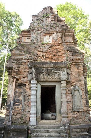 blog 232 Cambodia, Siam Reap, Roluos Group (Lolei, Preah Ko, Bakong) Preah Ko_DSC0186-12.4.13.(1).jpg
