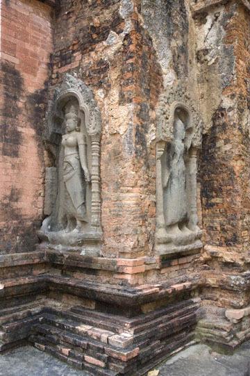 blog 232 Cambodia, Siam Reap, Roluos Group (Lolei, Preah Ko, Bakong) Preah Ko_DSC0199-12.4.13.(1).jpg