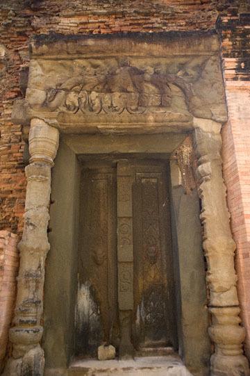 blog 232 Cambodia, Siam Reap, Roluos Group (Lolei, Preah Ko, Bakong) Preah Ko_DSC0214-12.4.13.(1).jpg
