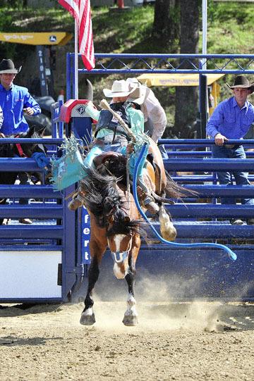 blog (4x6@300) Yoko 39 D3S Gold Country Rodeo, Saddle Bronco 7, Wyatt Hurst (- RR