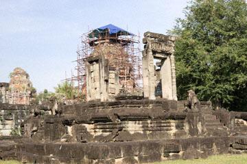 blog 232 Cambodia, Siam Reap, Roluos Group (Lolei, Preah Ko, Bakong) Bakong_DSC0272-12.4.13.(1).jpg