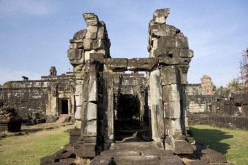 blog 232 Cambodia, Siam Reap, Roluos Group (Lolei, Preah Ko, Bakong) Bakong_DSC0271-12.4.13.(1).jpg