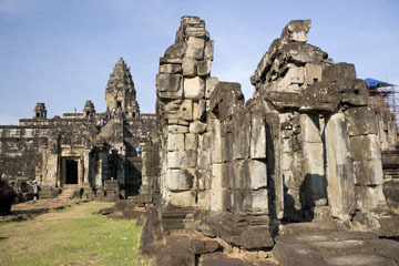 blog 232 Cambodia, Siam Reap, Roluos Group (Lolei, Preah Ko, Bakong) Bakong_DSC0270-12.4.13.(1).jpg