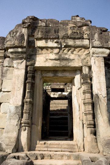 blog 232 Cambodia, Siam Reap, Roluos Group (Lolei, Preah Ko, Bakong) Bakong_DSC0276-12.4.13.(1).jpg