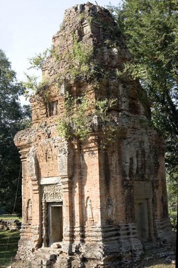 blog 233 Cambodia, Siam Reap, Roluos Group (Lolei, Preah Ko, Bakong) Bakong_DSC0016-12.4.13.(2).jpg