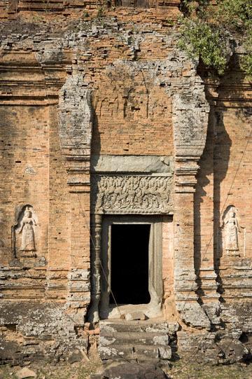 blog 233 Cambodia, Siam Reap, Roluos Group (Lolei, Preah Ko, Bakong) Bakong_DSC0013-12.4.13.(2).jpg