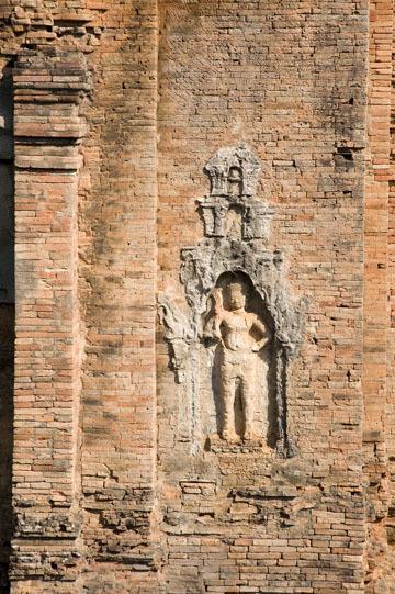 blog 233 Cambodia, Siam Reap, Roluos Group (Lolei, Preah Ko, Bakong) Bakong_DSC0025-12.4.13.(2).jpg