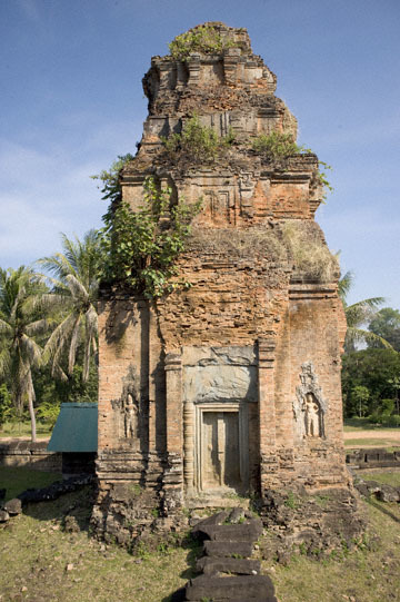 blog 233 Cambodia, Siam Reap, Roluos Group (Lolei, Preah Ko, Bakong) Bakong_DSC0023-12.4.13.(2).jpg
