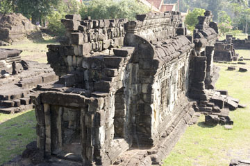 blog 233 Cambodia, Siam Reap, Roluos Group (Lolei, Preah Ko, Bakong) Bakong_DSC0030-12.4.13.(2).jpg