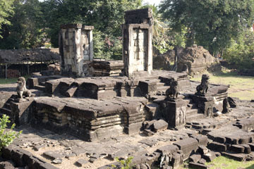 blog 233 Cambodia, Siam Reap, Roluos Group (Lolei, Preah Ko, Bakong) Bakong_DSC0029-12.4.13.(2).jpg