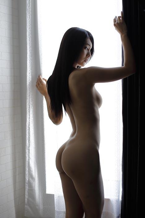 しずか:窓辺2