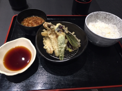 新世界通天閣付近朝日劇場に天ぷら天丼専門店ふかみかに天盛り定食