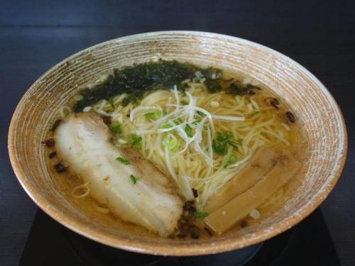 白醤油拉麺