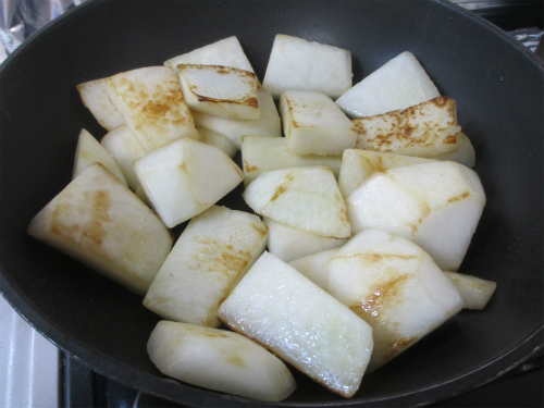 豚バラと聖護院大根の炒め煮