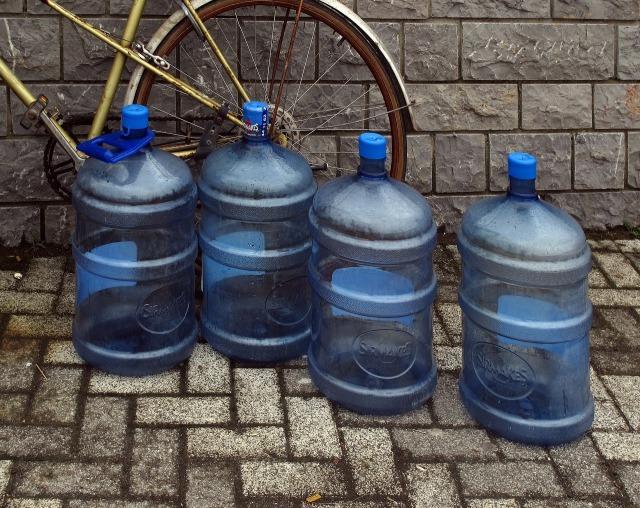 water-bottles-2434727_1920.jpg