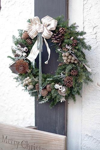 ヒムロスギとテトラゴナナッツのナチュラルなクリスマスリース