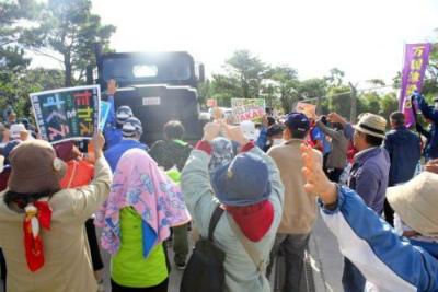 C0K7jsdVIAAr_u_高江150人、墜落に抗議