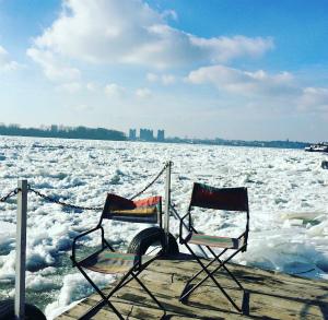 C3Wm3QwWIAIK6wp凍ったドナウ川