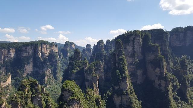zhangjiajie-1606844_640.jpg