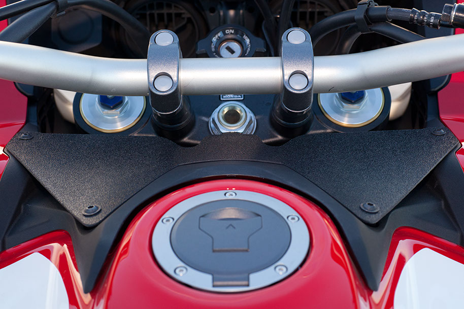 Africa-Twin-CRF1000L-stop-helmet-vibration-windshield-002.jpg
