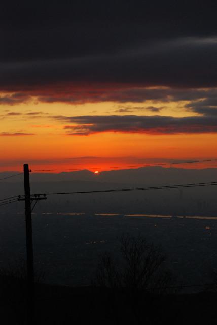 六甲山頂からの眺め_生駒の稜線から初日の出