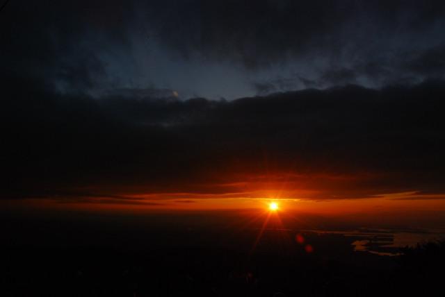 六甲山頂からの街の眺め_初日の出