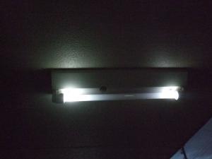 共用廊下の蛍光灯