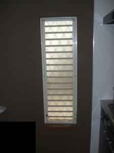 ジャロジー窓
