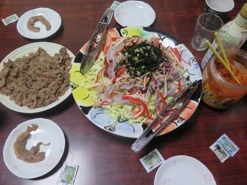 石垣牛とサラダ