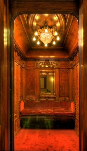 chandelier elevator エレベーター