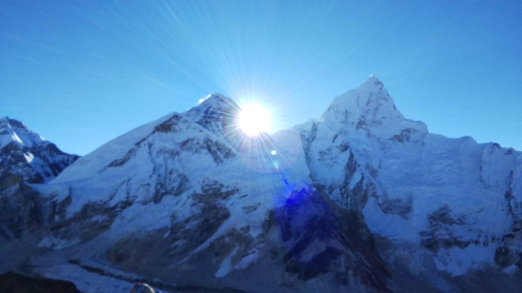 エベレストの朝日