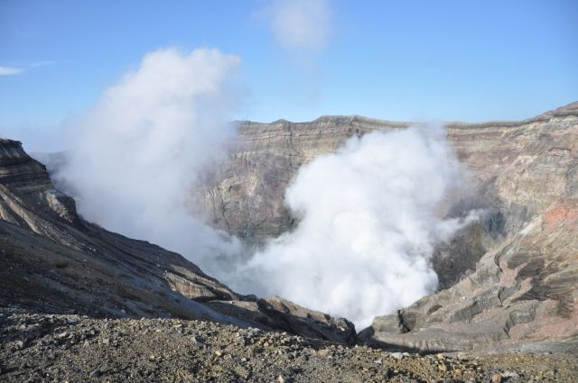 気象庁「阿蘇山の火山活動が低下したため、噴火警戒レベルを2に引き下げる」