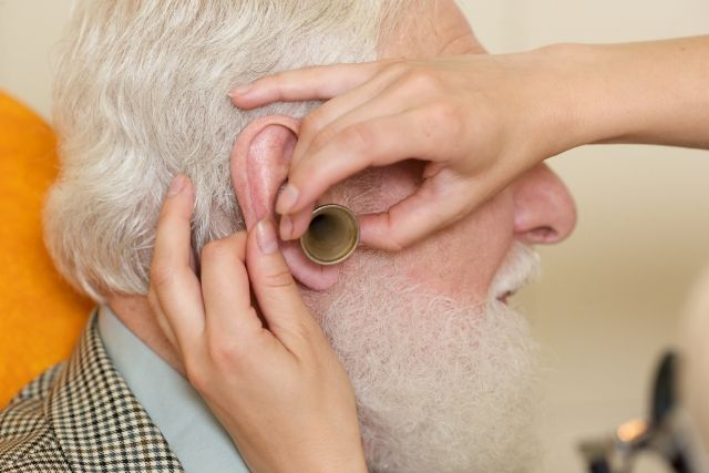 【耳】あなた、まだ「耳掃除」やってるの?アメリカ医学会が警告…耳をイジるのは禁断の行為