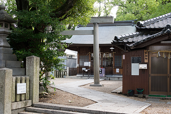神明社参道と鳥居