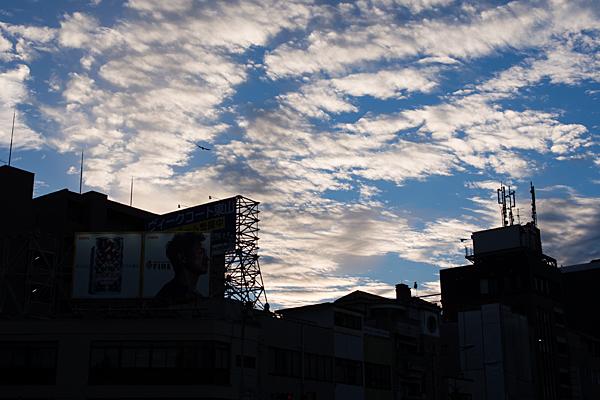 夕空と街のシルエット
