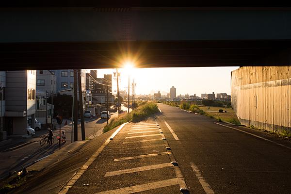 名二環高架下と夕陽