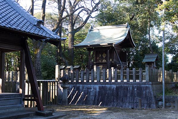 菅田神社本殿と摂社