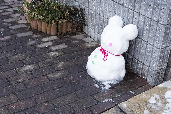 翌日の雪だるま
