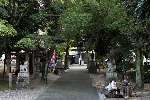 矢田六所神社境内