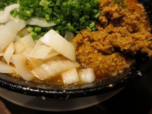 吉風赤道 ニラ担々麺 具 (2)