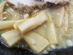 ちゅんり 蝦潮白湯麺 具 (2)