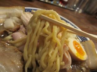 八ちゃんラーメン 肉中華ソバ(並) 麺