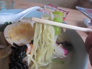 日の出食堂 五目ラーメン 麺