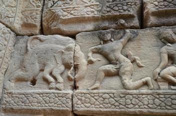 10ゾウのアスラと戦う