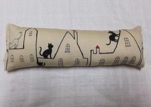 屋根の上の猫A