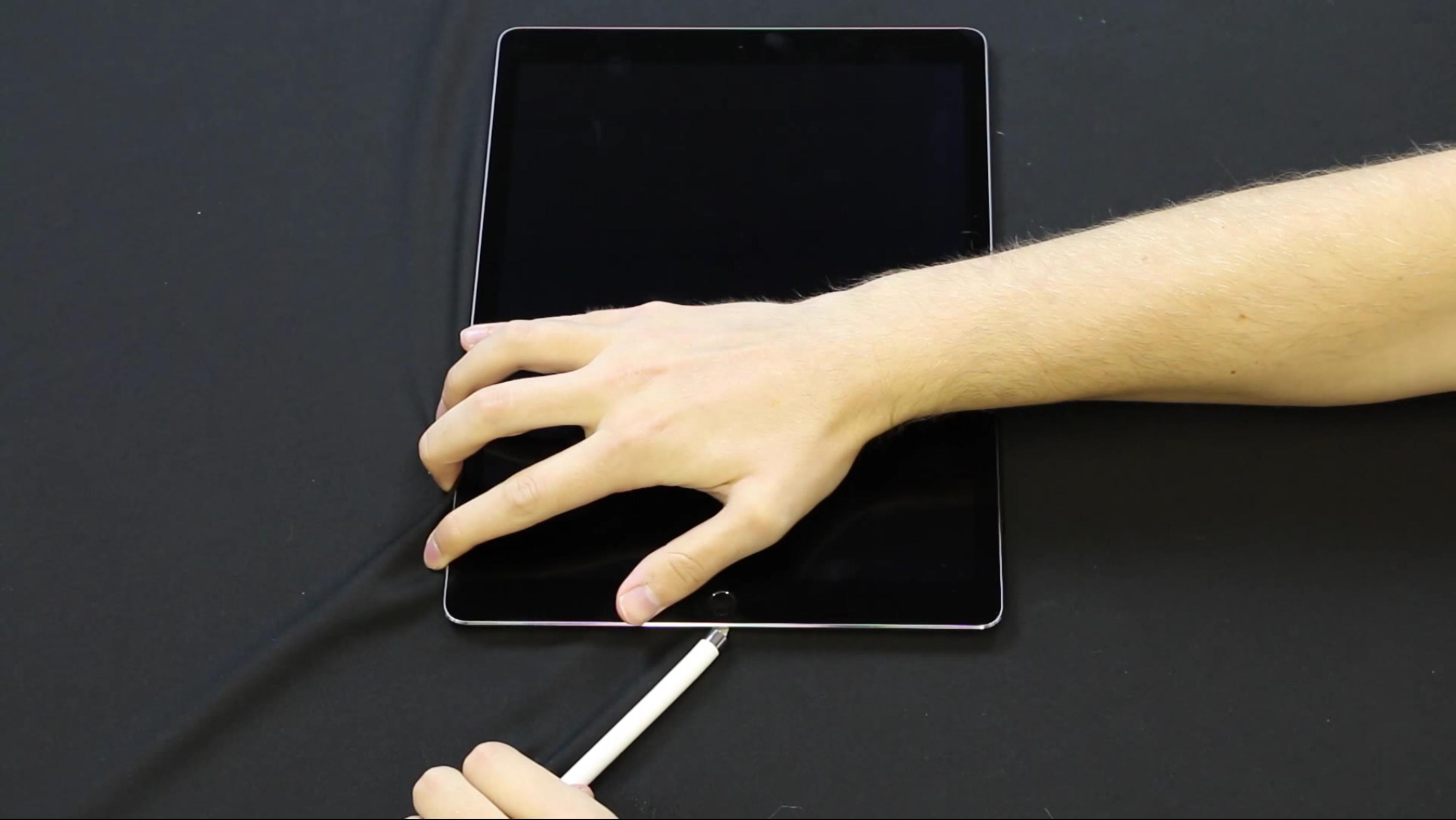 Apple Pencil の端子は簡単に曲がらない、超丈夫であることが判明!!