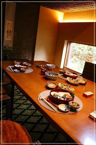 本館内の個室で朝ご飯